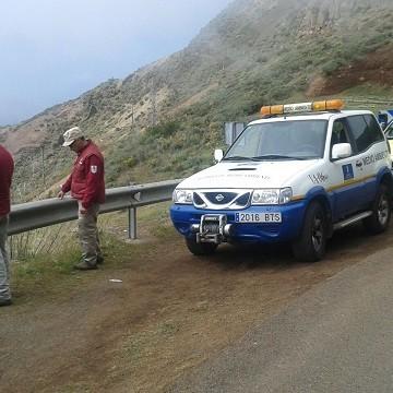 Labores del personal de medio ambiente y carreteras en la cumbre