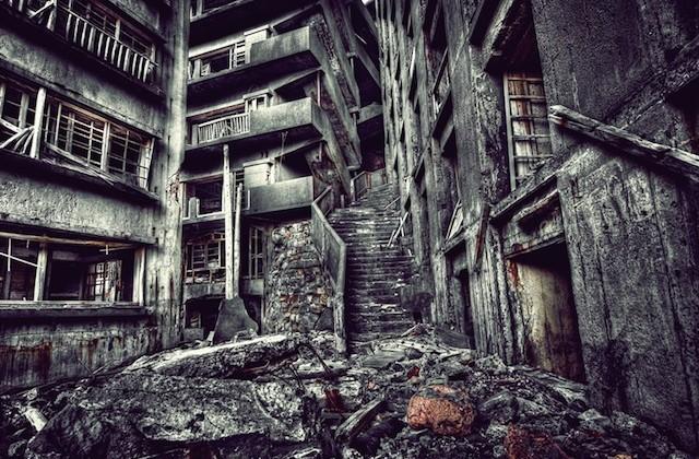 12 En ruinas