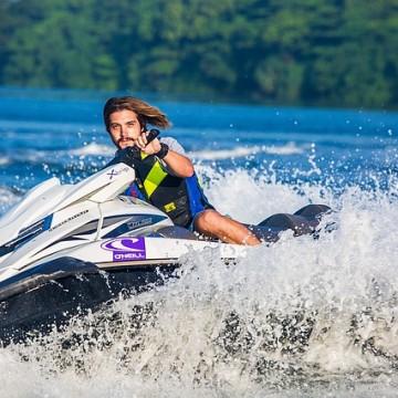 Motorista en el agua. Foto: El Norte Hoy